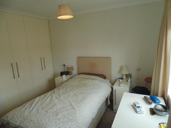 86 The Close Master Bedroom