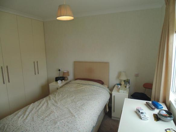 86 The Close Master bedroom 2