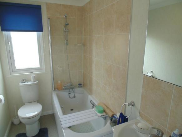 86 The Close Bathroom 1