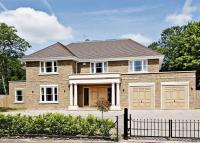 5 bed Detached home in Fernhill, Oxshott...