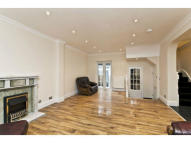 4 bed Town House in Stamford Cottages...