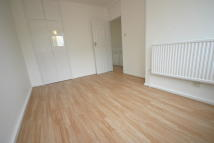 Flat to rent in Wayford Street...