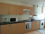 Flat to rent in London Road, Morden...