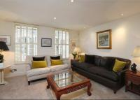 4 bed Terraced property in Hurlingham Square...