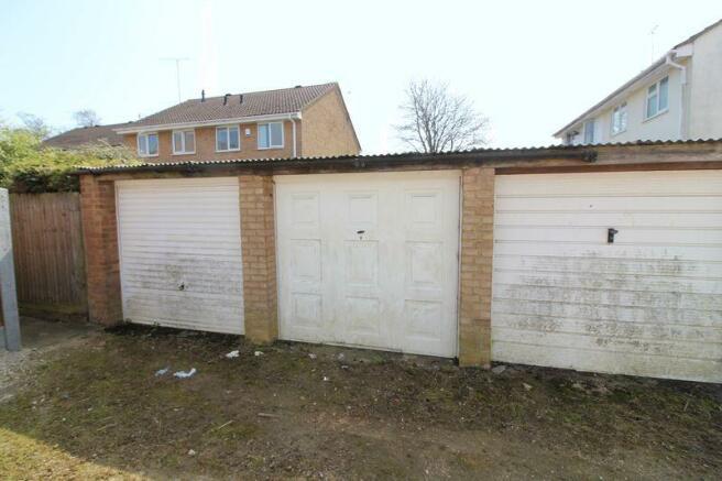 Middle garage