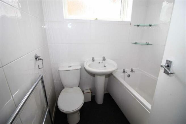Bathroom (No. 17)