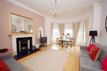 West Maitland Street Flat to rent