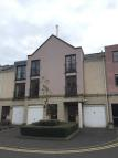 Town House to rent in Huntingdon Place...