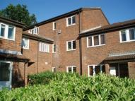 Flat to rent in Hawthorn Close, Redhill