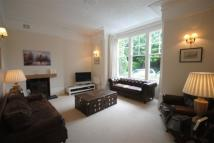 Flat in Doods Road, Reigate...