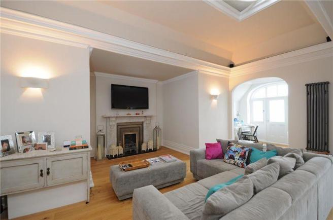 2 bedroom apartment to rent in Kings Gardens Hove East Sussex