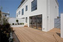 3 bedroom house in Clifton Hill, Brighton...