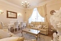 2 bedroom Flat in 35 Royal Mile Mansions...