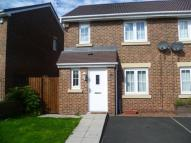 3 bedroom semi detached house to rent in Beechwood Close...