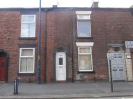 2 bedroom house to rent in Ashton Road, Denton...