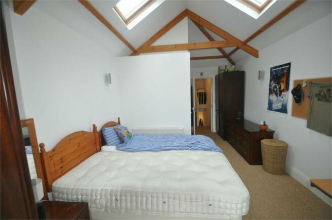 Bedroom 2 (with en-