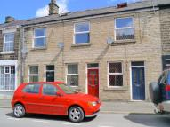 Flat to rent in Station Road, Hadfield...