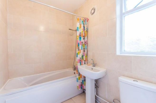 West Cottages bathro