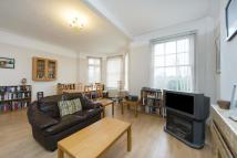 2 bed Flat in Mapesbury Court, London...