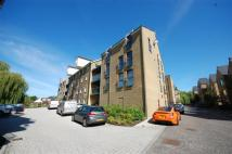 Flat to rent in Kingsmill Way, Denham...