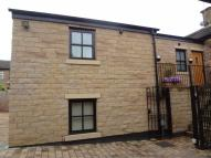 Flat to rent in Stockport Road, Marple...