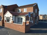 Flat to rent in Yarwell Drive, Maltby...