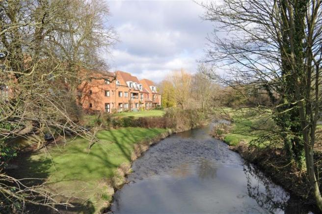 1 Bedroom Flat For Sale In Home Park House Farnham GU9