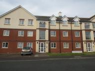 Flat to rent in Station Avenue, Whitby...