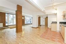 Studio flat in Kingsland Road, London...