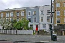Kingsland Road Maisonette to rent