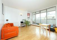 Flat to rent in Kingsland Road, London...