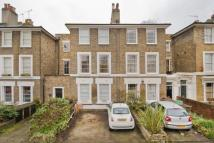 Flat to rent in Navarino Road, Hackney...