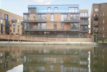 Flat to rent in Gunmakers Wharf...