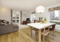 3 bed Flat in Banbury House...