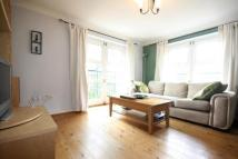 Flat to rent in Buxhall Crescent...