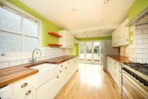 3 bedroom house in Bradstock Road, Homerton...