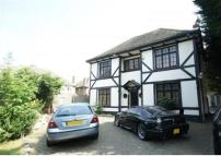 4 bed property to rent in White Lodge Main Road