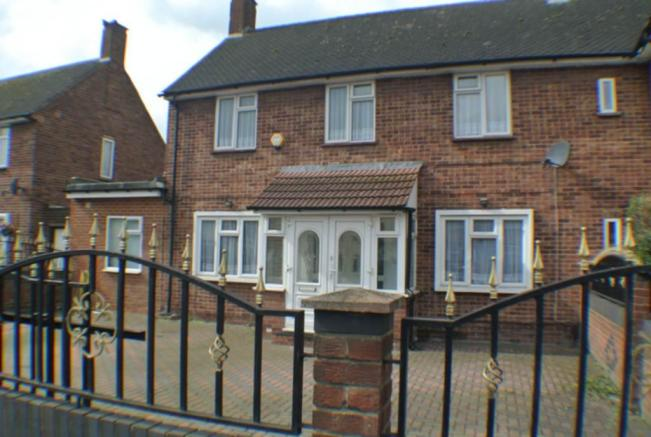 bedroom semi detached house for sale in north hyde lane heston