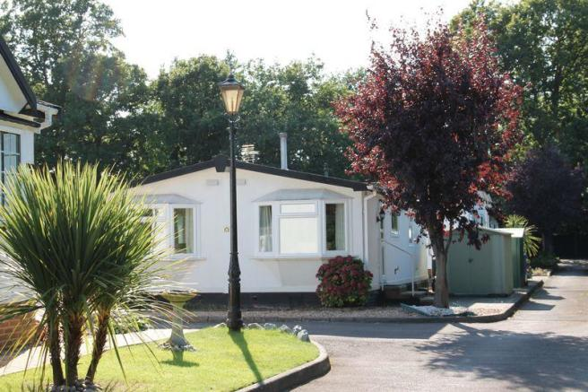 2 Bedroom Park Home For Sale In Pinewood Caravan Wokingham RG40
