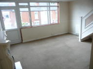 Flat to rent in Sycamore Gardens