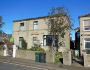 Flat to rent in New Hey Road, Oakes...