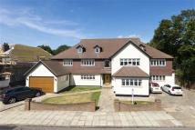 8 bedroom Detached house in Links Avenue, Gidea Park