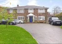 5 bed Detached house for sale in Dunstable Road, Studham...
