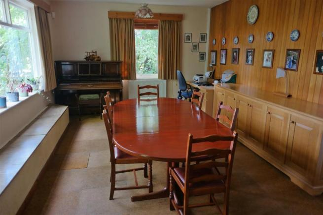 FAMILY ROOM/DINING R