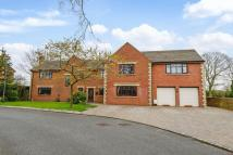 5 bedroom Detached house in Manor House Drive...