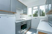 Flat to rent in Devonshire Road, London...