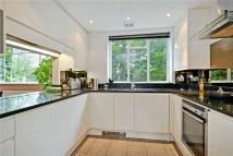2 bed Flat to rent in Hitherwood Drive, London...