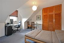Flat in Elmwood Road, London...