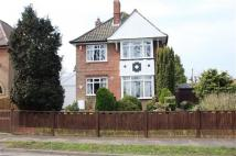 3 bedroom Detached house in Recreation Road...
