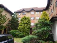 Flat to rent in Orchard Grove, Anerley...